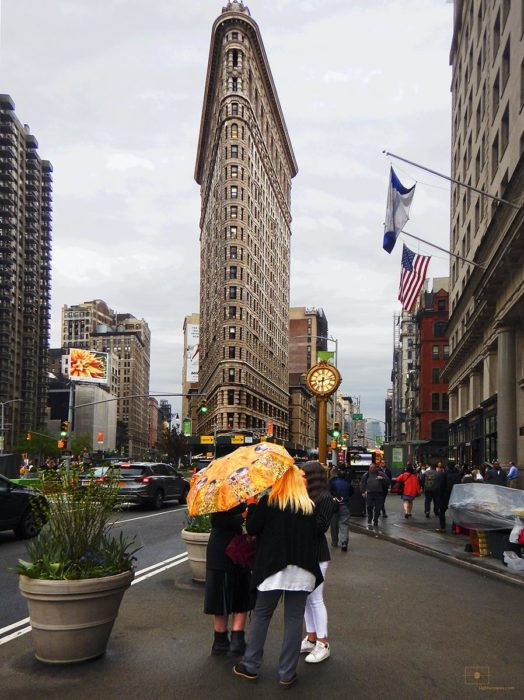 Tourists Women under a Klimt Umbrella with Flatiron Building - Flatiron District, New York City